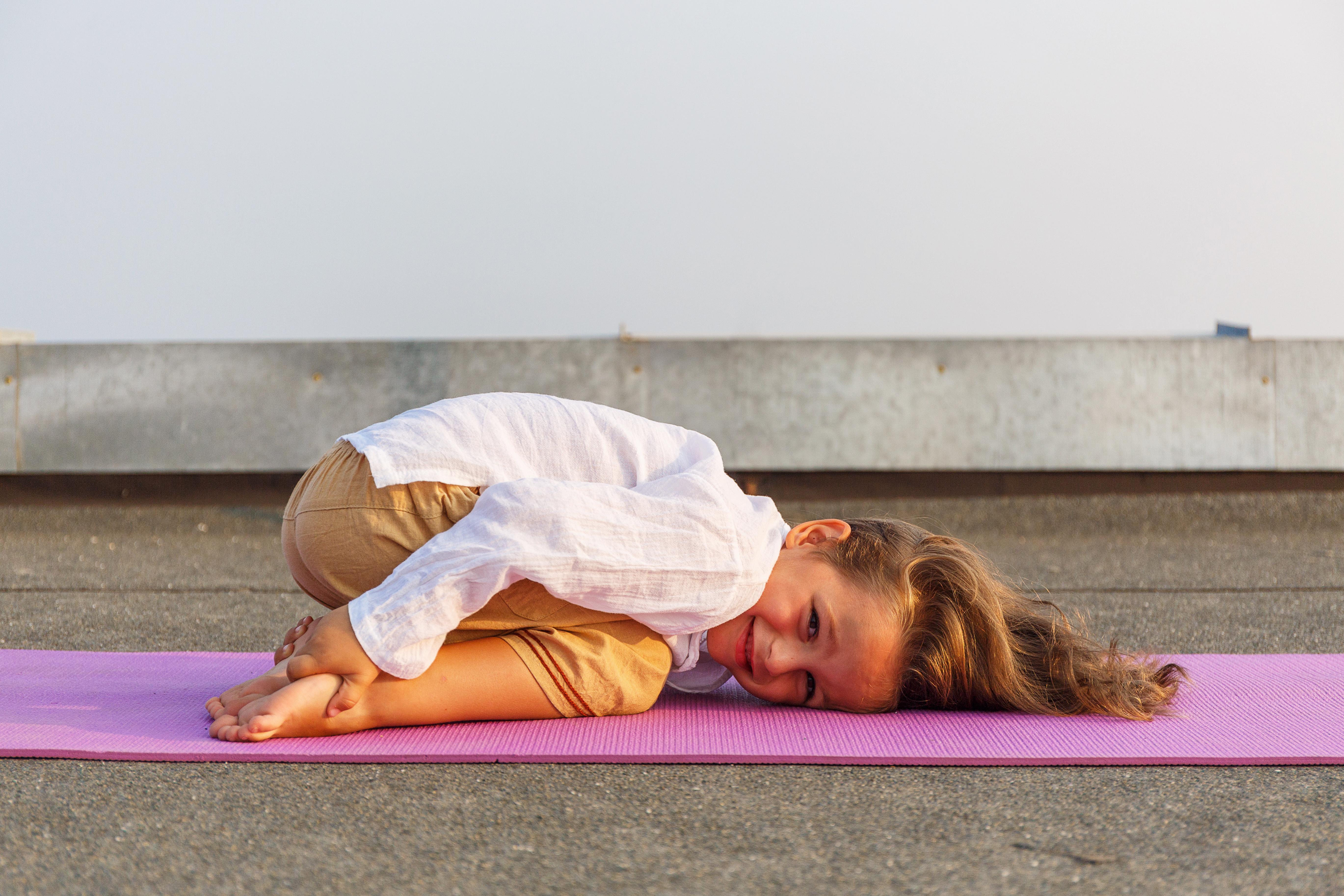 Kinderyoga – ein weiterer Trend auf dem übersättigten Wellnessmarkt?